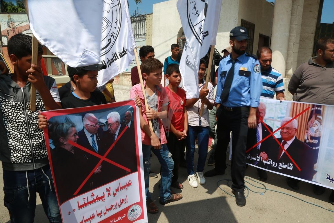 مسيرة لحركة الأحرار رفضاً لاجراءات الرئيس عباس  (1) 