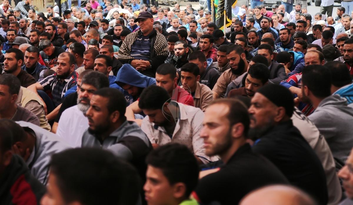 صلاة الجمعة امام مقر الصليب الاحمر بغزة تضامنا مع الاسرى في سجون الاحتلال (39649807) 