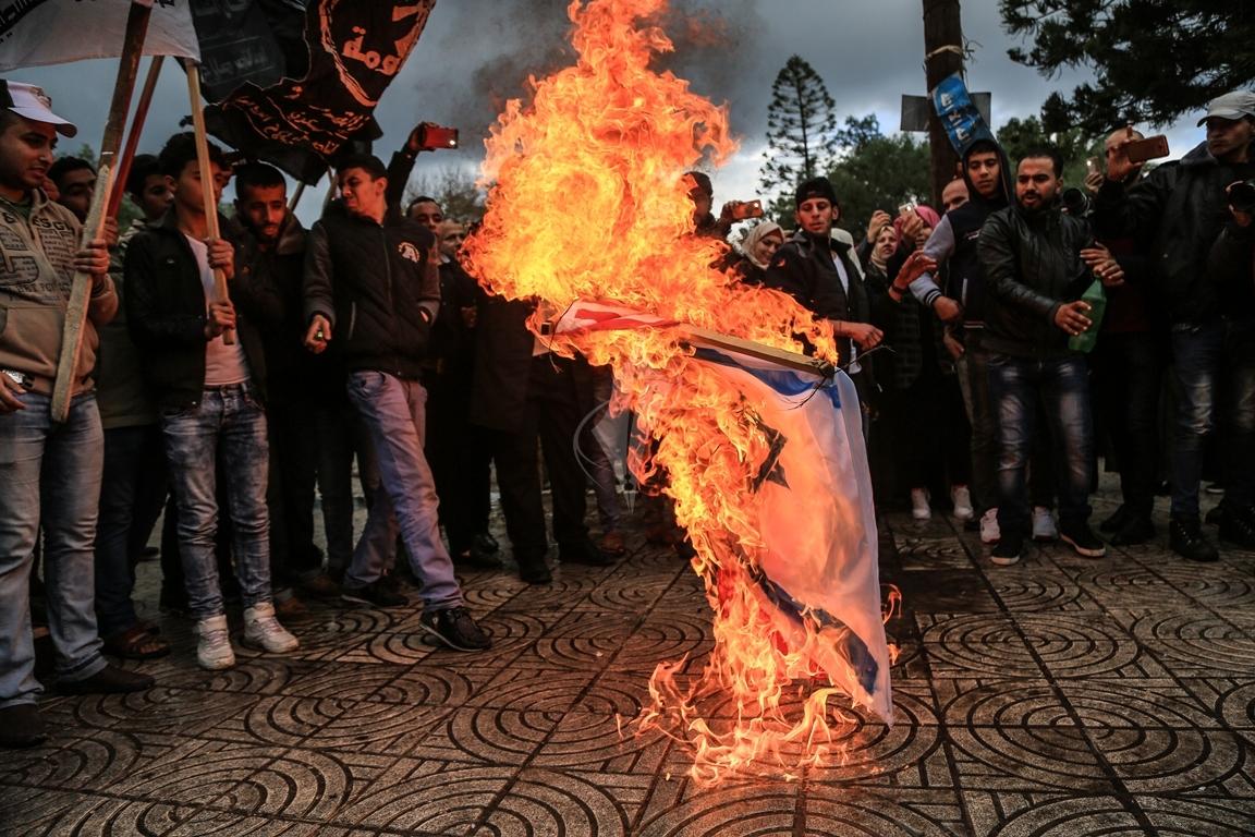 مسيرات حاشدة في غزة رفضاً للقرار الأمريكي بنقل السفارة للقدس المحتلة (1)