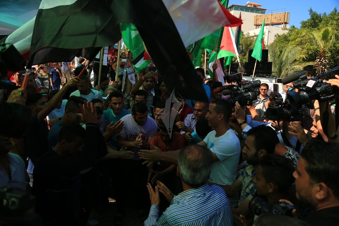 مظاهر احتفال الغزيين باتمام المصالحة الفلسطينية بساحة الجندى المجهول بغزة (388406891) 
