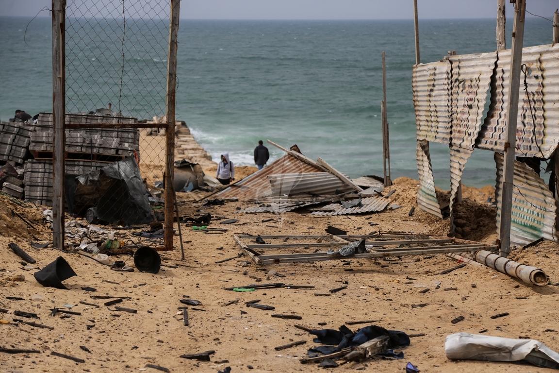 اثار القصف الصهيونى على موقع البحرية  (38797825) 