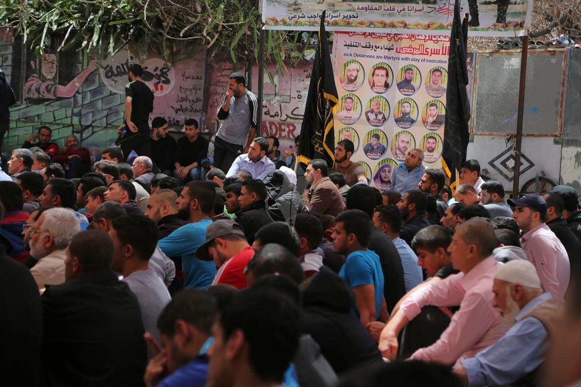 صلاة الجمعة امام مقر الصليب الاحمر بغزة تضامنا مع الاسرى في سجون الاحتلال (39649806) 