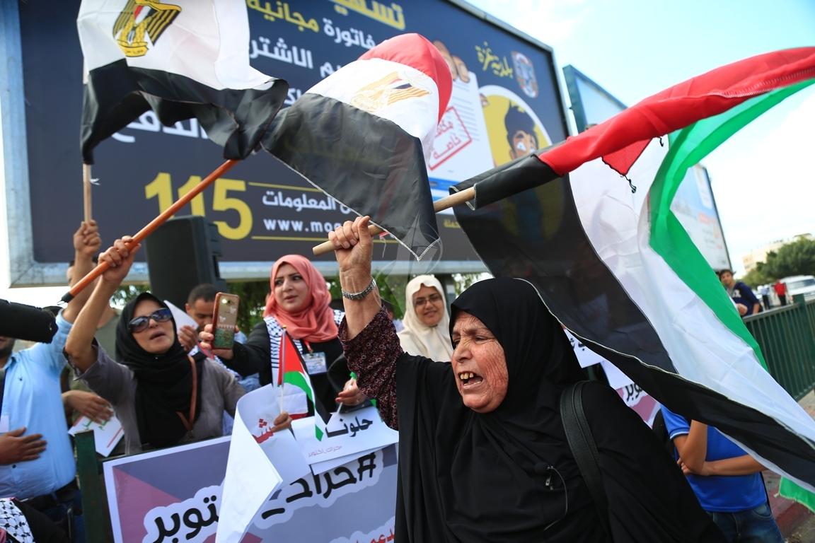 وقفات في غزة لدعم جلسات المصالحة الفلسطينية وإنهاء الانقسام التي تجري في القاهرة (39191045) 