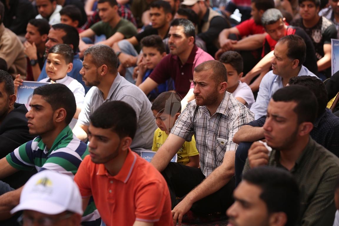 الجهاد الاسلامي تقيم صلاة الجمعة امام مقر الصليب الاحمر بغزة تضامنا مع الاسرى في سجون الاحتلال (38076940) 