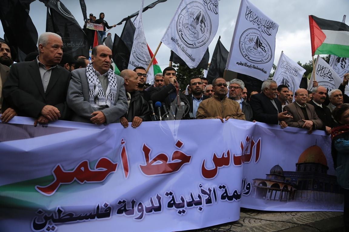مسيرات حاشدة في غزة رفضاً للقرار الأمريكي بنقل السفارة للقدس المحتلة (29273993) 