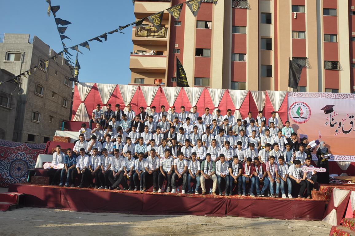 تكريم الطلبة المتفوقين في الثانوية العامة بالمحافظة الوسطي  (38470146) 