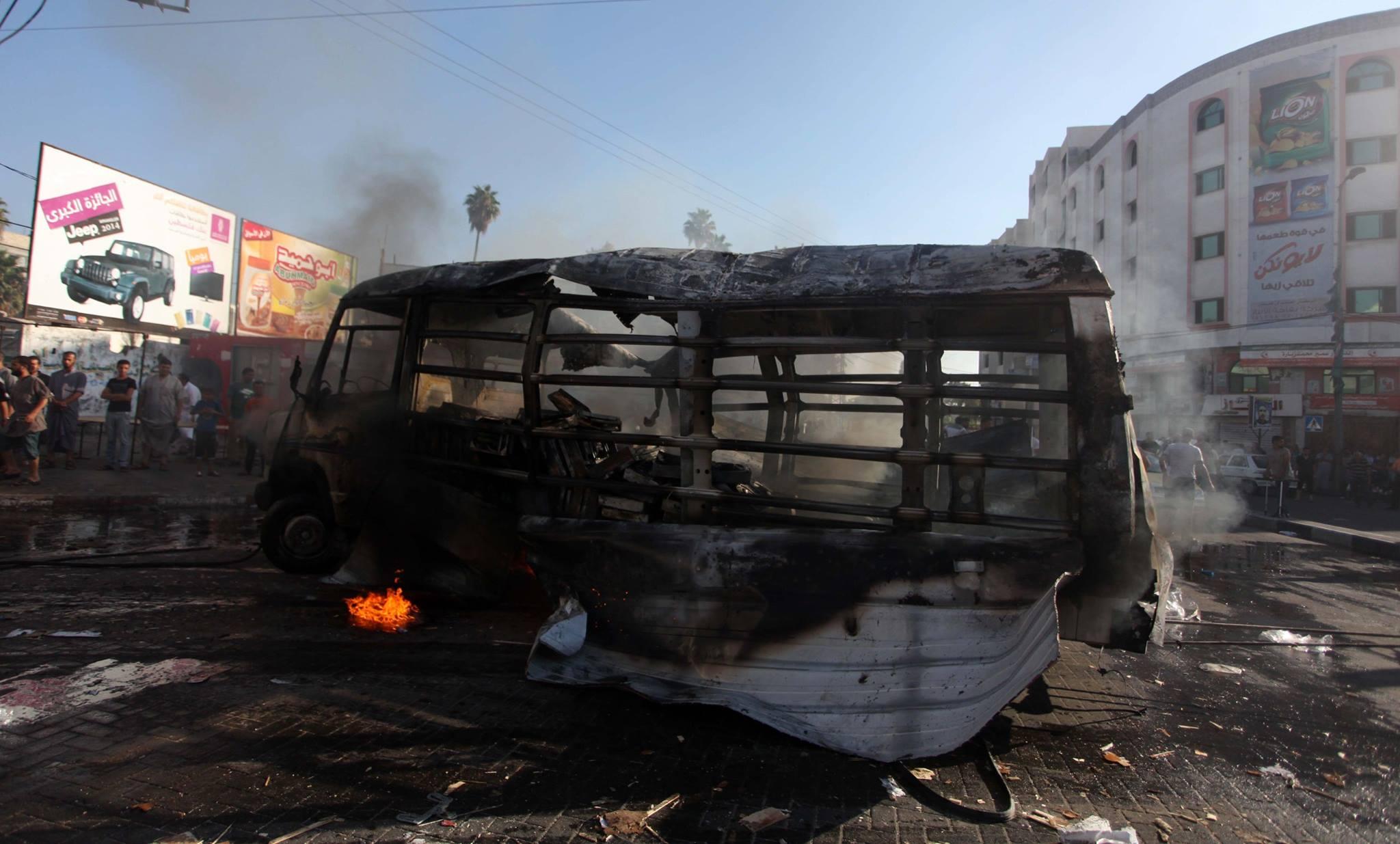 قصف سيارة باص
