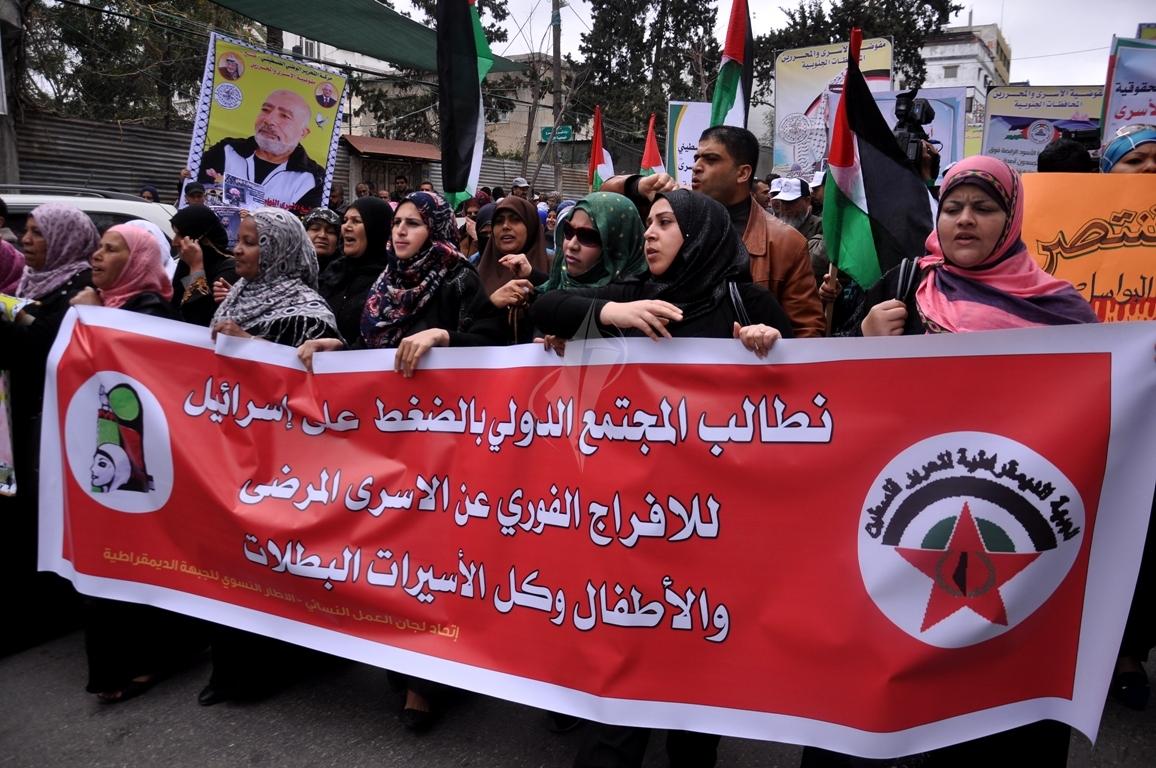 بالصورمسيرة للفصائل بغزة إحياءً ليوم الاسير (61426913) 