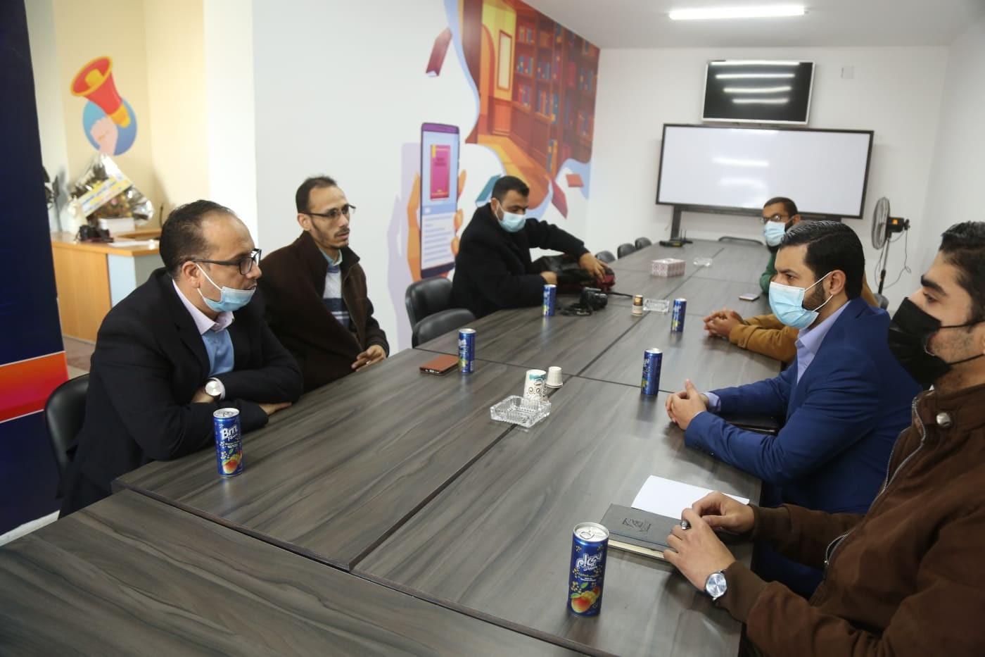 التجمع الاعلامي  خلال الزيارة لفلسطين اليوم.jpg