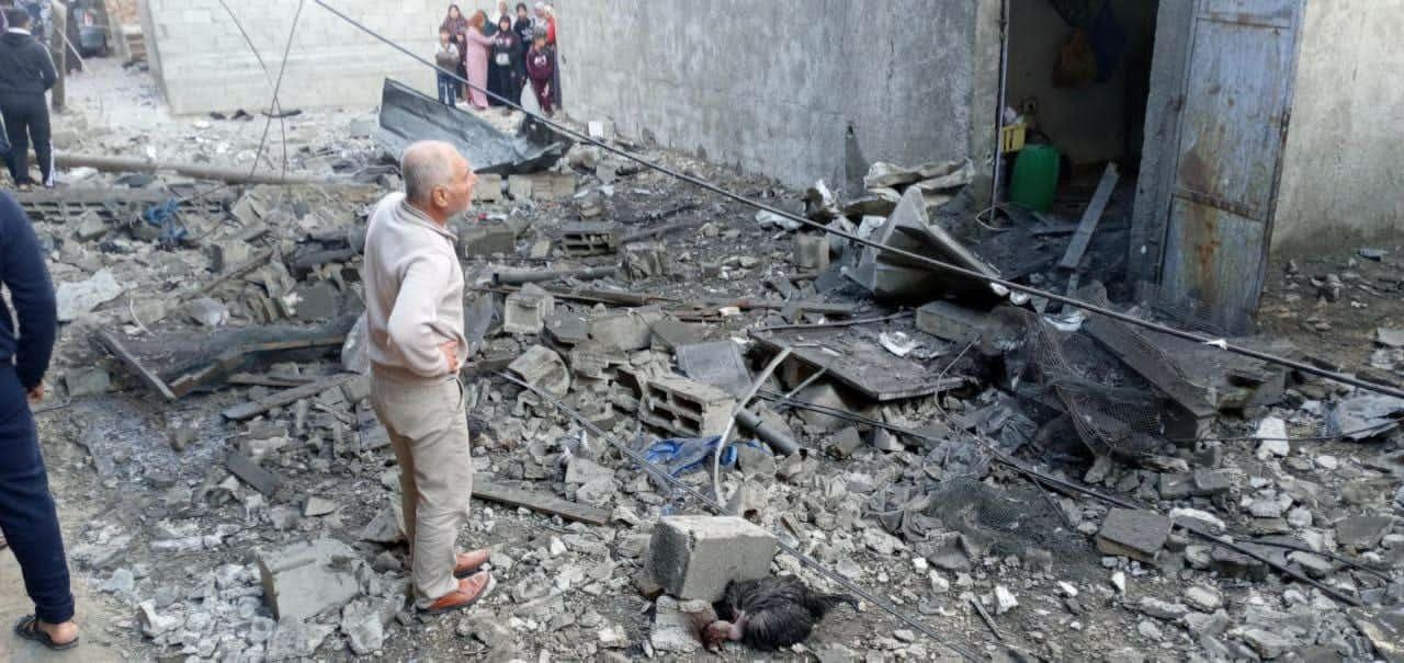 تضرر المنزل جراء الانفجار العرضي.jpg