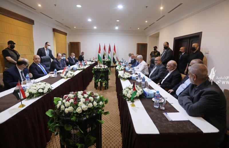 لقاء قادة حماس والوفد الامني المصري 7.jpg