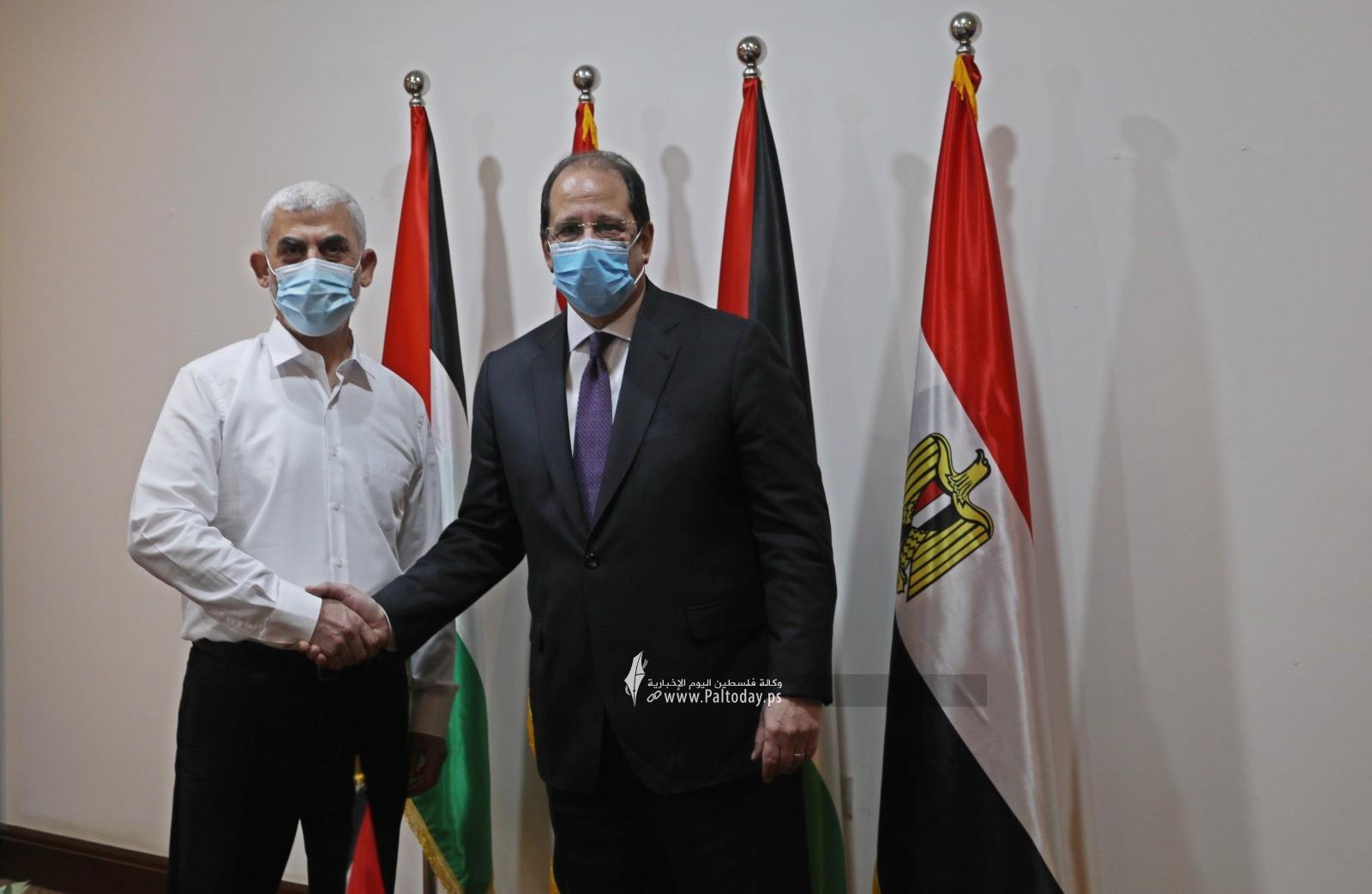 اجتماع قادة حماس باللواء عباس كامل.jpg