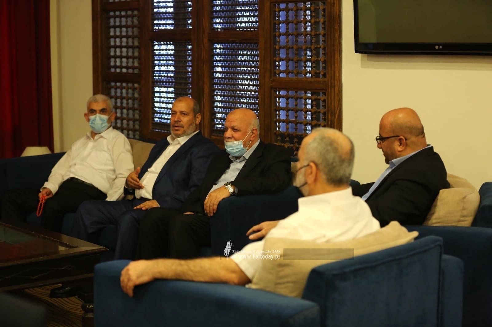 وفد حماس يصل لاستقبال رئيس المخابرات المصرية.jpg