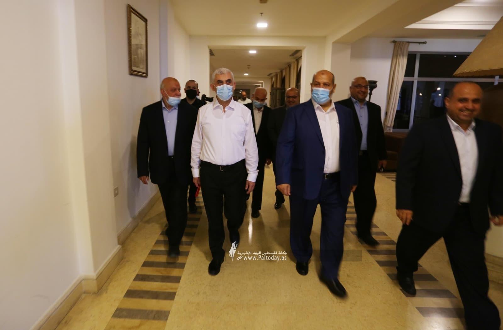 وفد حماس يصل لاستقبال رئيس المخابرات المصرية6.jpg