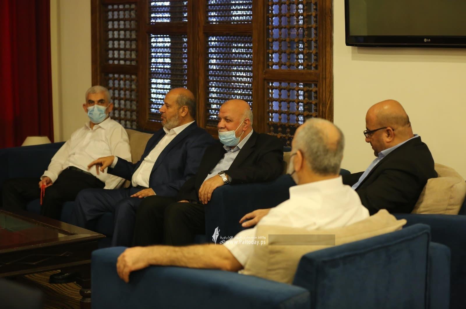 وفد حماس يصل لاستقبال رئيس المخابرات المصرية7.jpg