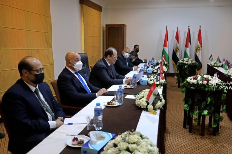 لقاء قادة حماس والوفد الامني المصري 5.jpg
