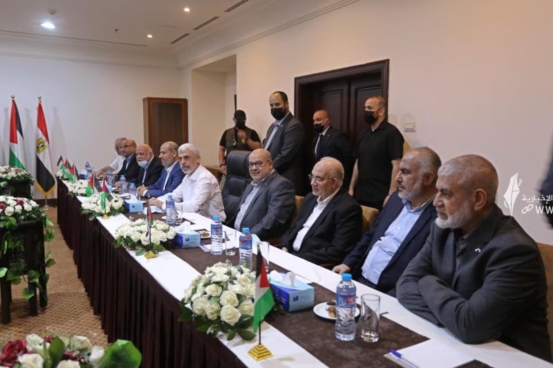 لقاء قادة حماس والوفد الامني المصري 6.jpg