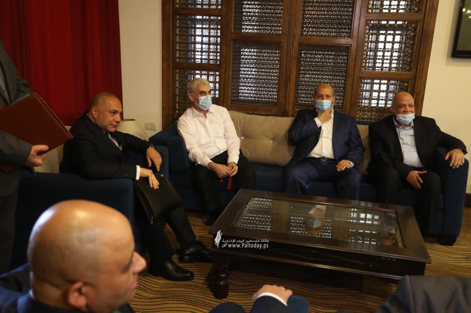وفد حماس يصل لاستقبال رئيس المخابرات المصرية3.jpg