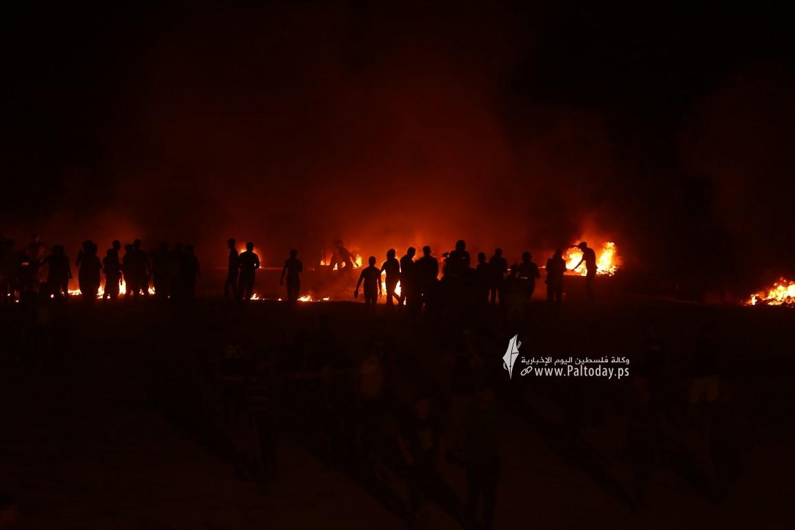 فعاليات الإرباك الليلي على أرض مخيم العودة بمنطقة ملكة شرقي مدينة غزة رفضًا لاستمرار الحصار الإسرائيلي (10).JPG