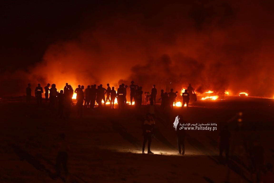 فعاليات الإرباك الليلي على أرض مخيم العودة بمنطقة ملكة شرقي مدينة غزة رفضًا لاستمرار الحصار الإسرائيلي (6).JPG