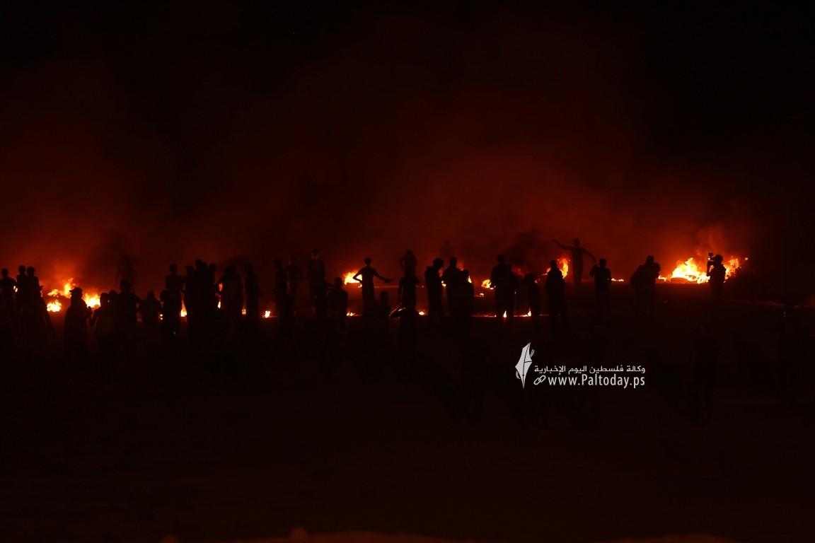 فعاليات الإرباك الليلي على أرض مخيم العودة بمنطقة ملكة شرقي مدينة غزة رفضًا لاستمرار الحصار الإسرائيلي (9).JPG