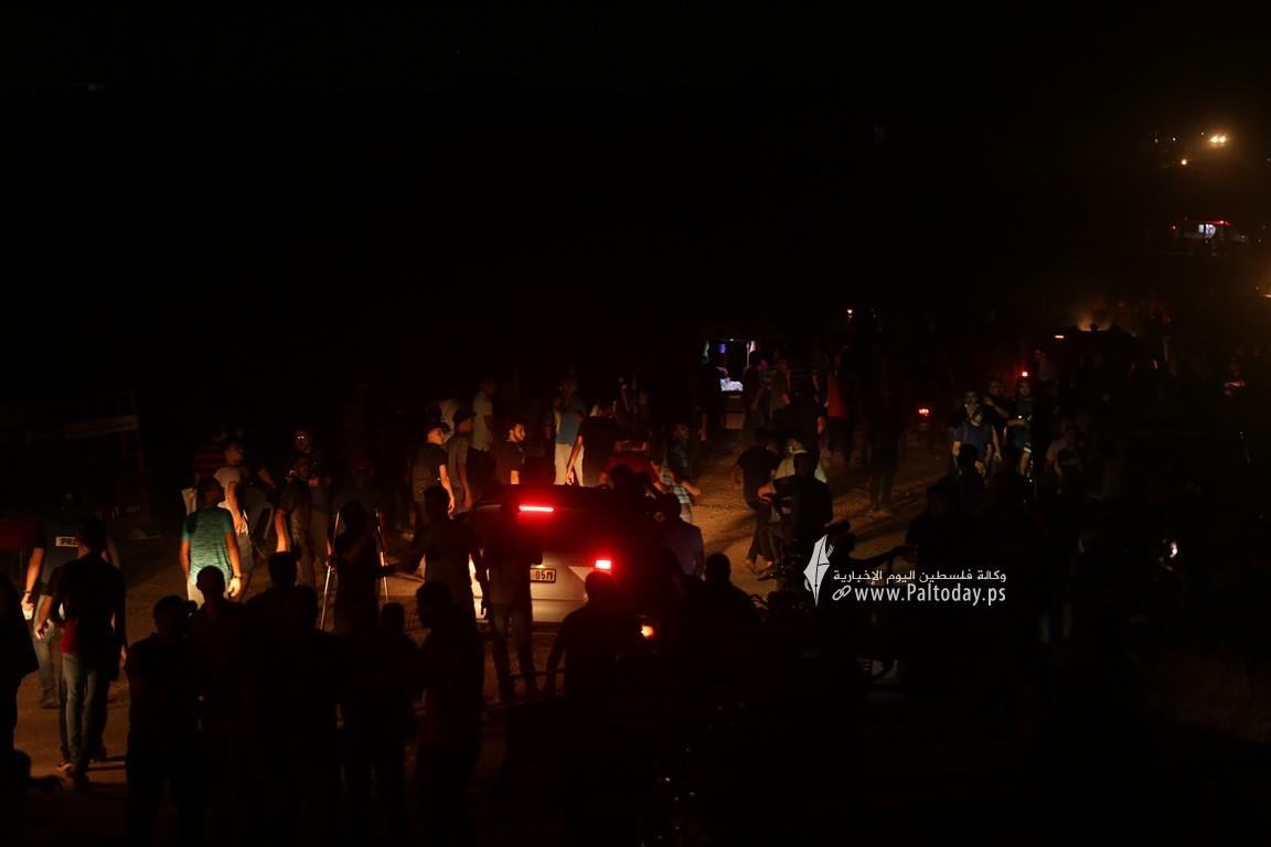 فعاليات الإرباك الليلي على أرض مخيم العودة بمنطقة ملكة شرقي مدينة غزة رفضًا لاستمرار الحصار الإسرائيلي (8).JPG