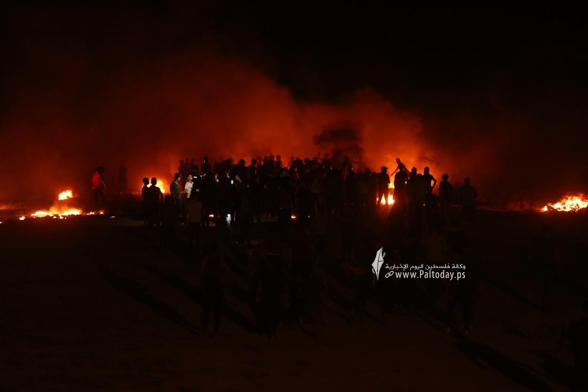 فعاليات الإرباك الليلي على أرض مخيم العودة بمنطقة ملكة شرقي مدينة غزة رفضًا لاستمرار الحصار الإسرائيلي (11).JPG