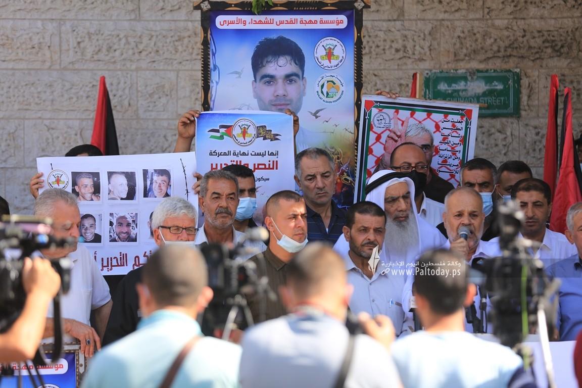 الجهاد تنظم وقفة إسنادية للأسرى أمام الصليب الأحمر بغزة (16).JPG