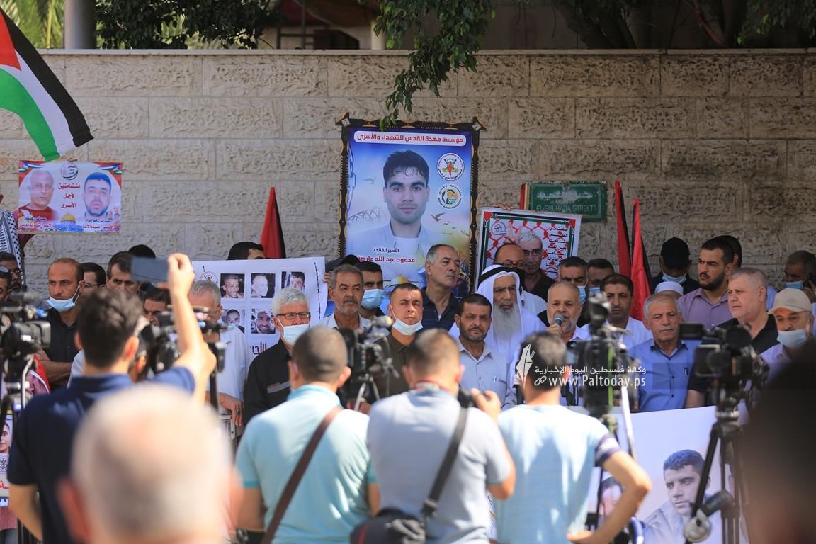 الجهاد تنظم وقفة إسنادية للأسرى أمام الصليب الأحمر بغزة (15).JPG