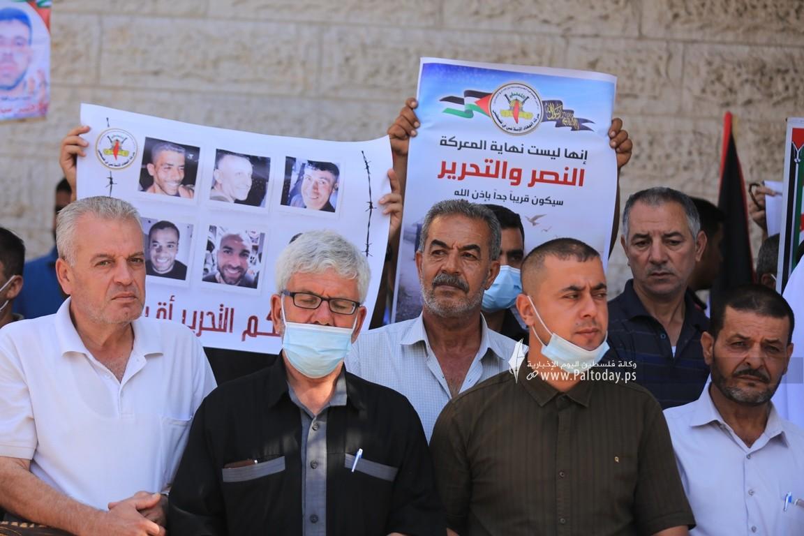 الجهاد تنظم وقفة إسنادية للأسرى أمام الصليب الأحمر بغزة (13).JPG