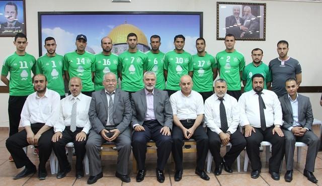 أمواج تكرم أبطال الموسم الرياضي في غزة (19)