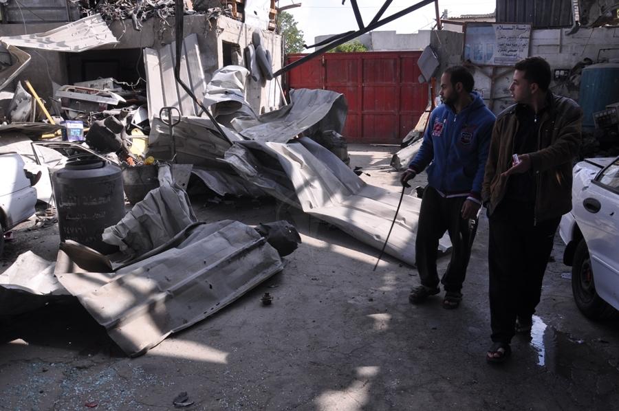 بالصور:عدسة فلسطين اليوم ترصد آثار الغارات الإسرائيلية على غزة فجر اليوم