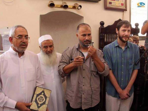 امريكي يعلن اسلامه