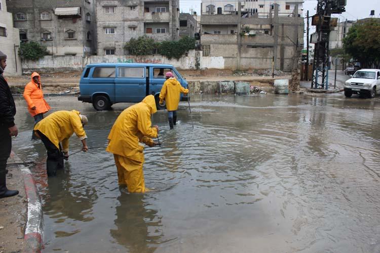 طواقم البلديات بغزة يتشاركون بمواجهة 3478e785ef7a6791e034