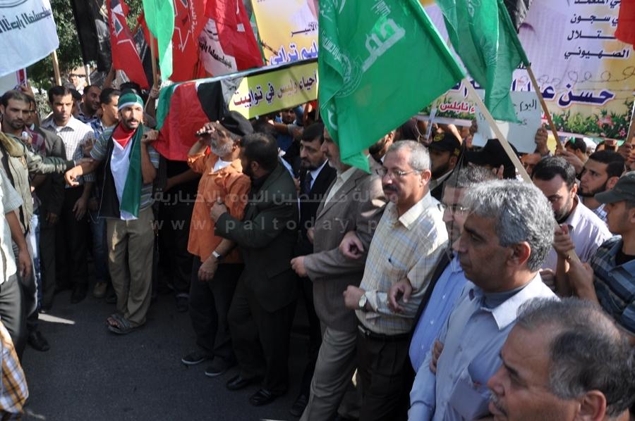 جنازة رسمية للأسير الترابي بغزة تطالب بوقف معاناة الأسرى المرضى