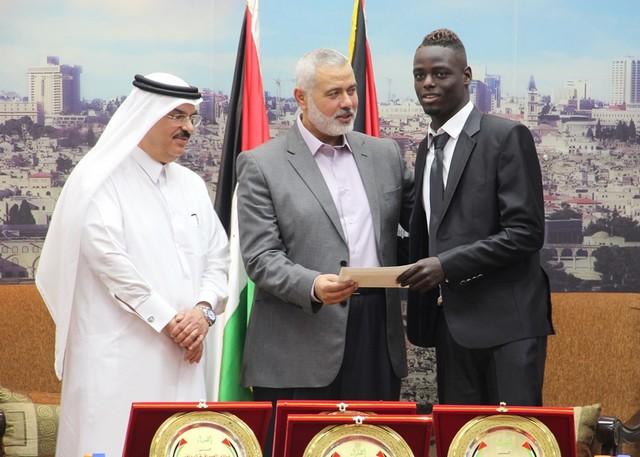 أمواج تكرم أبطال الموسم الرياضي في غزة (13)