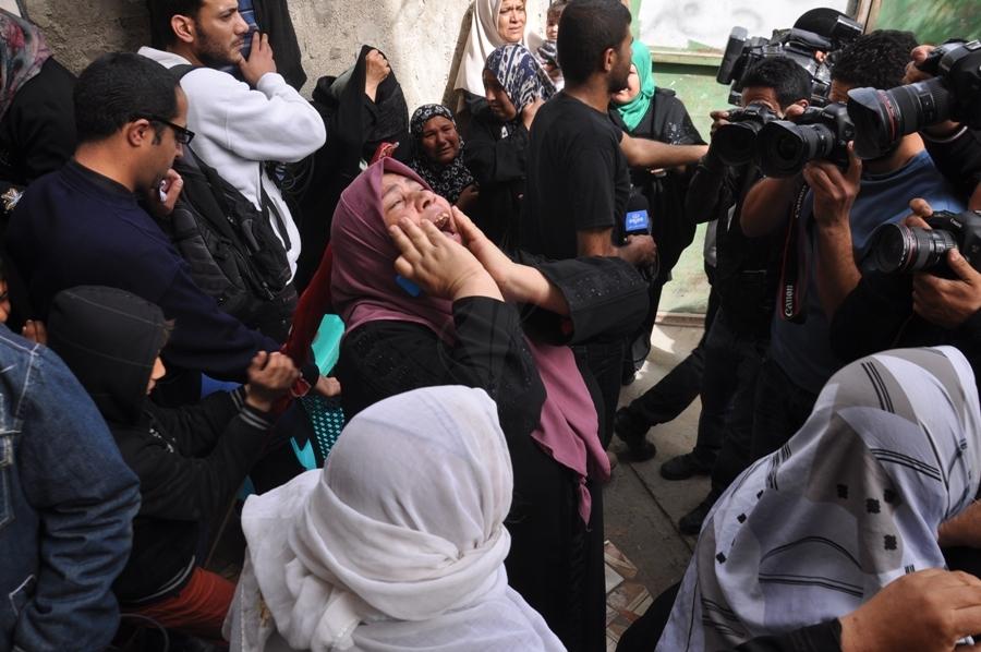 بالصور:جماهير غفيرة تشيع شهيدي الغارة الصهيونية على بلدة بيت حانون