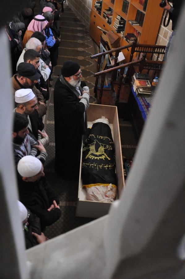 بالصور:جماهير غفيرة تشيع جثمان الشهيد المجاهد