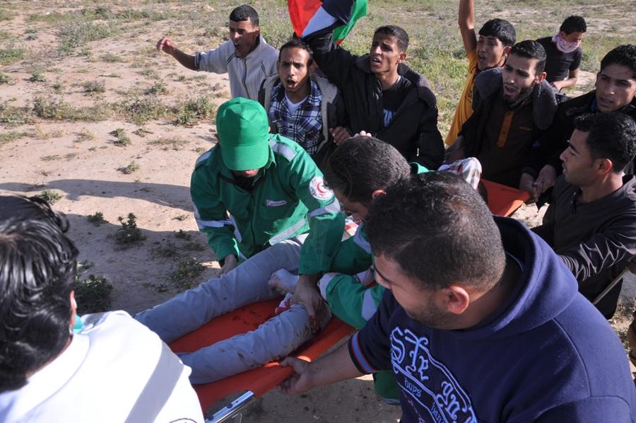 بالصور:مواجهات بين شبان فلسطينيين وقوات الإحتلال شرق المقبرة الشرقية وقرب ناحال العوز