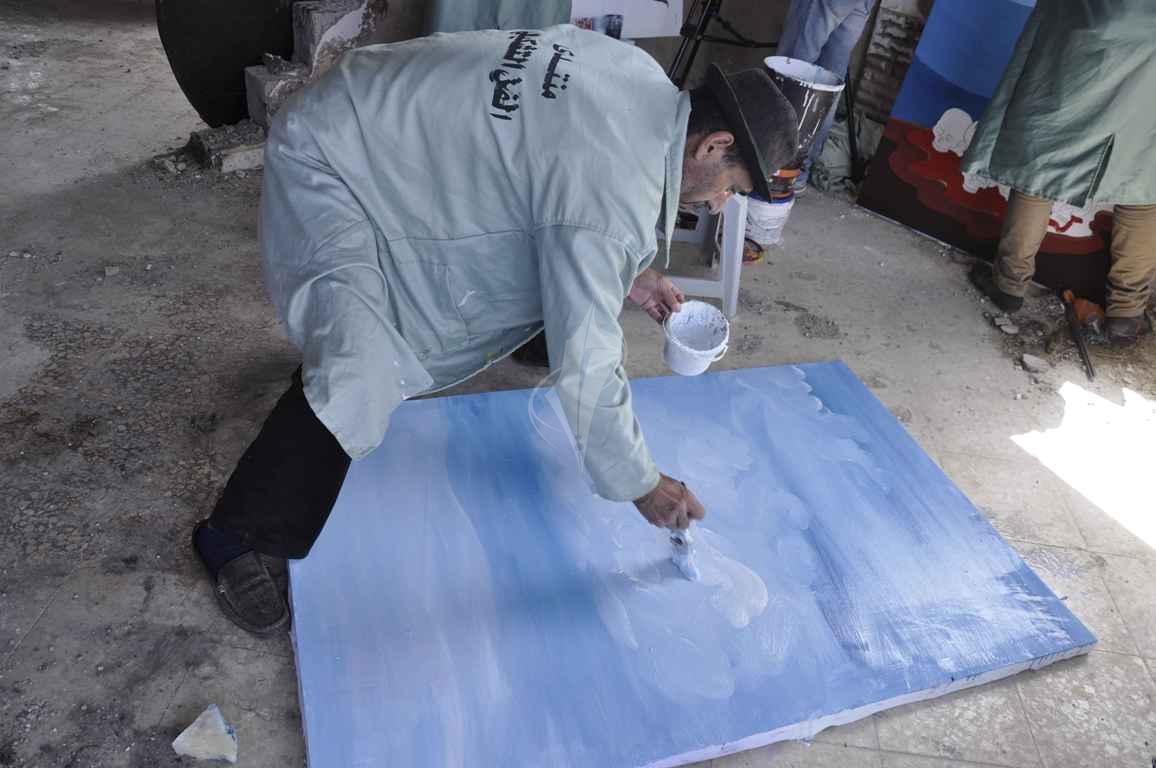 منتدى الفن التشكيلي ينظم تضاهرة فنية في ذكرى يوم الأرض على ركام بيوت خزاعة المدمرة شرق خانيونس - (269135929) 