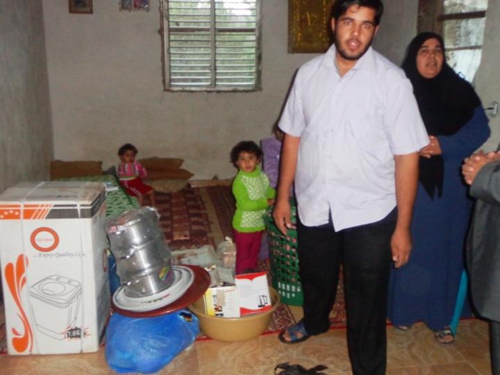 مساعدات عاجلة لعائلة منكوبة