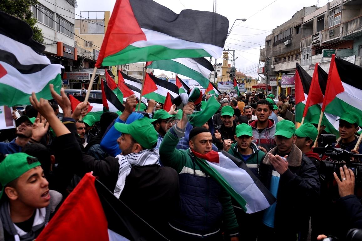 بالصورمسيرة للفصائل بغزة إحياءً ليوم الاسير (1)