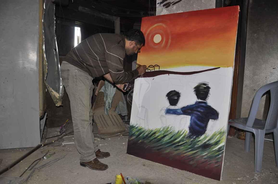 منتدى الفن التشكيلي ينظم تضاهرة فنية في ذكرى يوم الأرض على ركام بيوت خزاعة المدمرة شرق خانيونس - (269135935) 