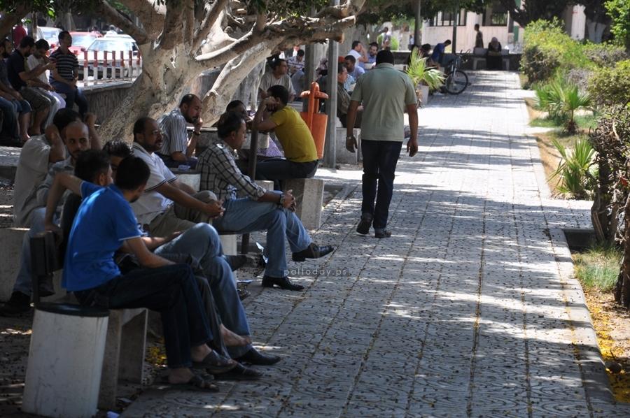 مواطنون يهرعون الى الاسواق و البنوك للتزود باحتياجاتهم