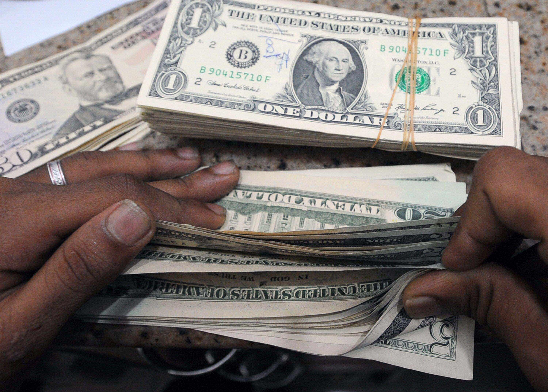 محلل مالي: الدولار ينخفض نحو