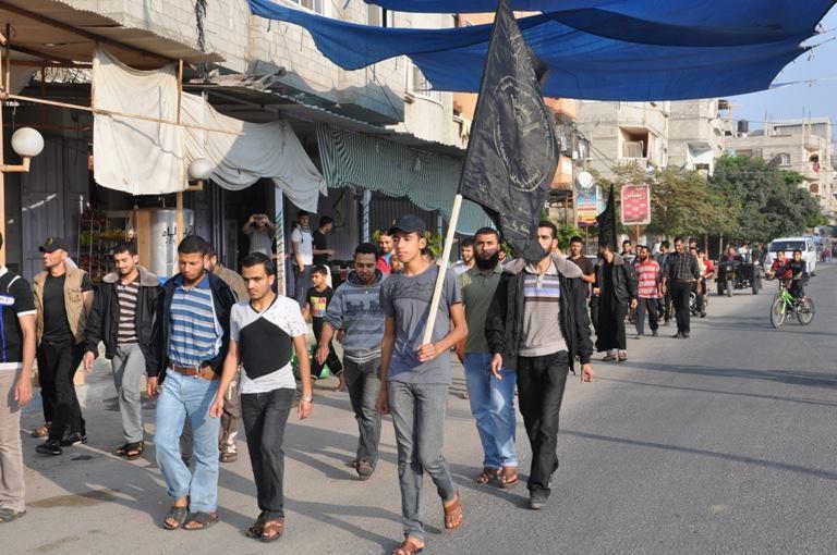 الجهاد في رفح تنظم مسيرات حاشدة إتجاه منازل شهداء معركة السماء الزرقاء