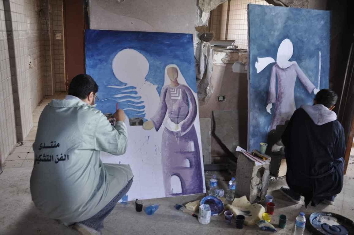 منتدى الفن التشكيلي ينظم تضاهرة فنية في ذكرى يوم الأرض على ركام بيوت خزاعة المدمرة شرق خانيونس - (269135941) 