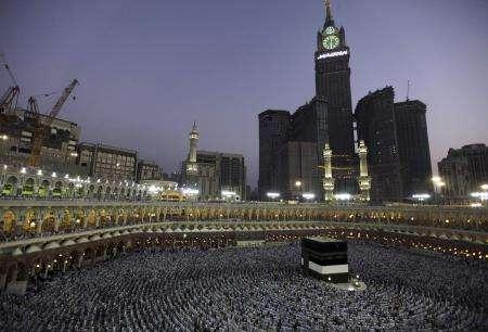 خبر عالمي مليونا حاج يصلون مكة وأمطار غزيرة تهطل عليها