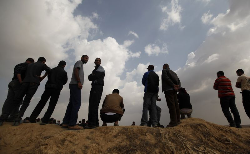 تواصل عمليات البحث عن شهداء نفق خانيونس