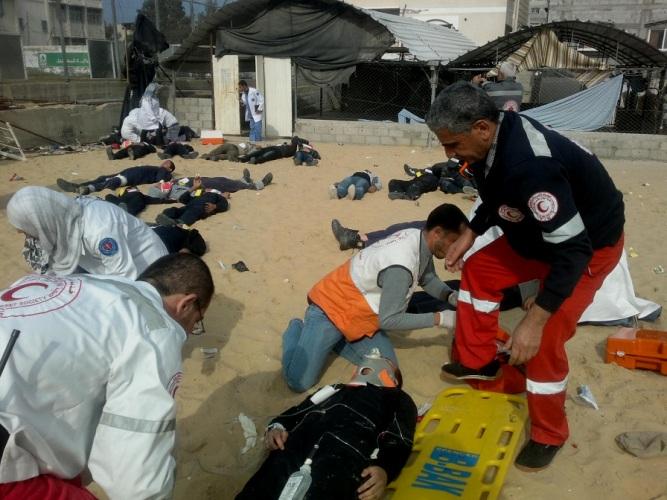 مستشفى ناصر وطواقم الإسعاف تجري